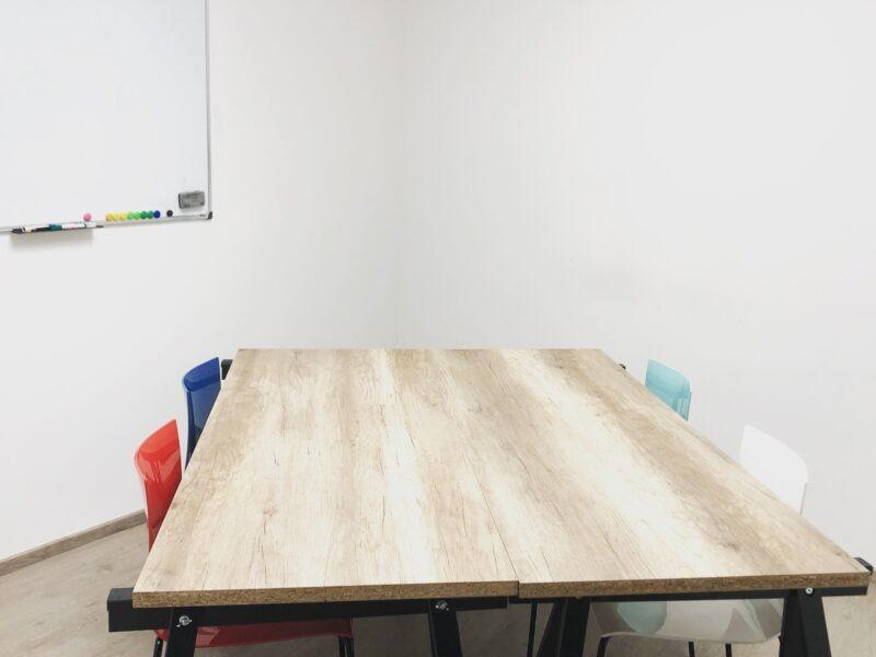 salle de réunion 2 à 8 personnes